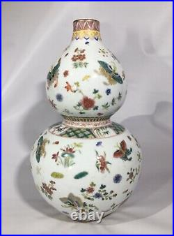 Antique Qianlong Qing Dynasty Double Gourd Famille Rose Doucai Butterfly Vase