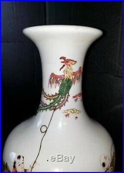 Antique VTG Chinese Famille Rose Handpainted Men Flying Kites Vase Qianlong