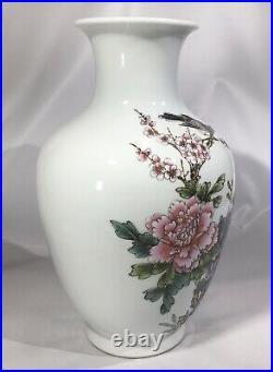 Antique Yongzheng Famille Rose Qing Dynasty Vase 18th to 19th Century