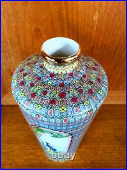 Chinese Antique Famille Rose Porcelain Vase with Qianlong Mark Ref W450B