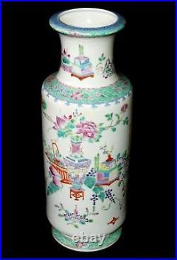 Chinese Baluster Vase w. Famille Rose Antiques Motif w. Qianlong Reign Mark(Sak)
