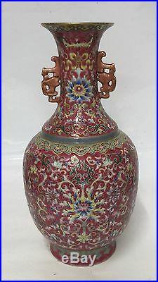 Famille rose vase. Qing qianlong Mark