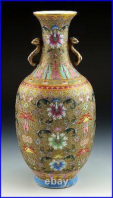 Fine Chinese Famille Rose Porcelain Vase with Qianlong Nian Zhi Mark